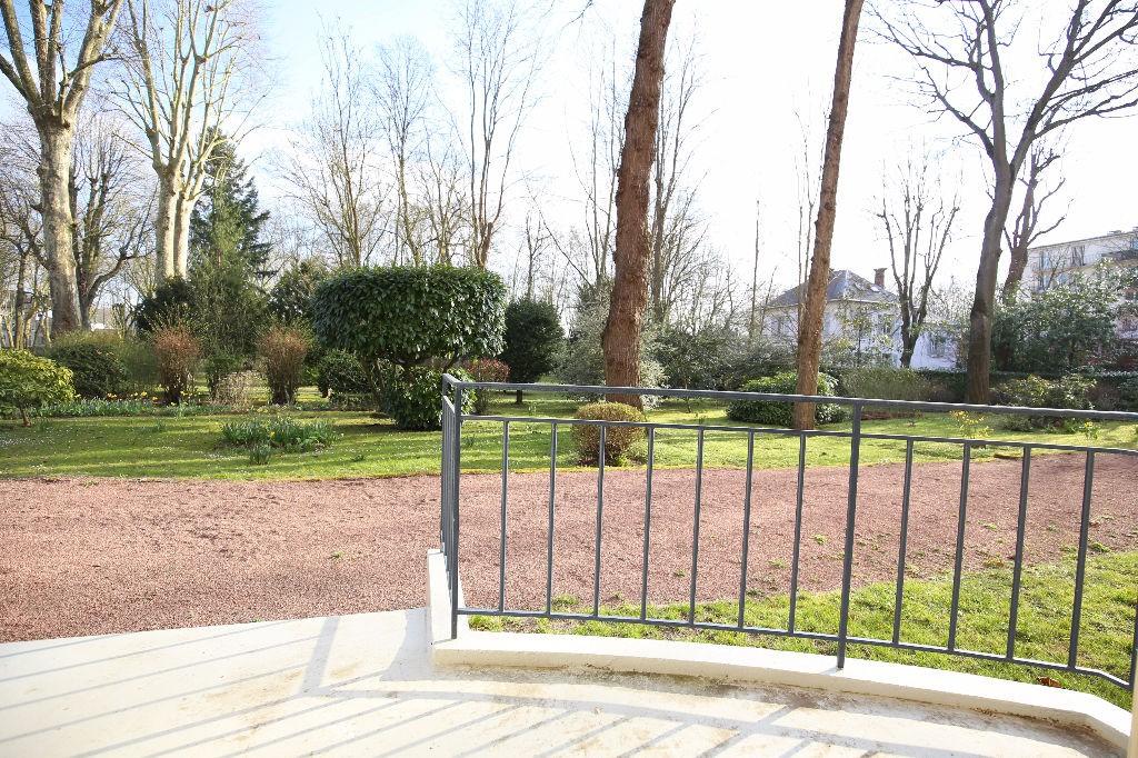 Vente 4 pieces en rez de jardin sur parc arbore for Beau jardin st louis